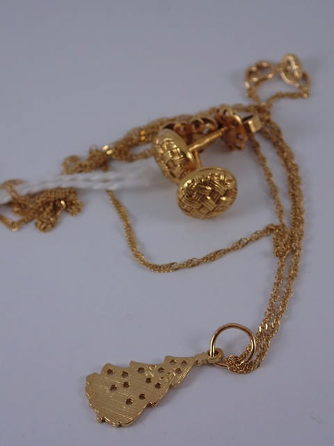 A pair of 14ct gold earrings, pendant & chain