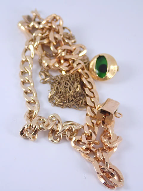 A Lot of 9ct gold jewellery