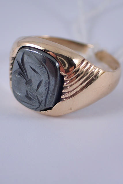 A 9ct gold gent's centurion ring