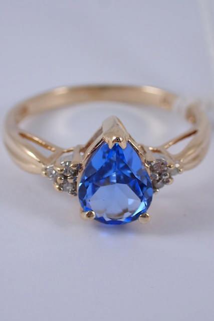 A 10ct gold aquamarine & diamond ring