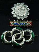 A collection of jewellery (Three brooches)