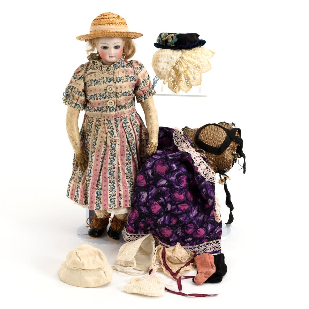 Kleine französische Modepuppe mit Kleidung. Wohl Gaultier.