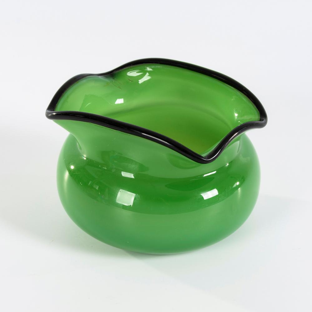 Grüne Jugendstilvase. Lötz.