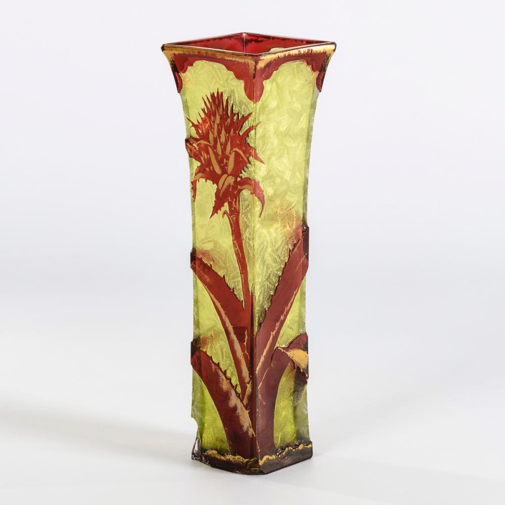 Jugendstil-Vase mit Disteldekor.