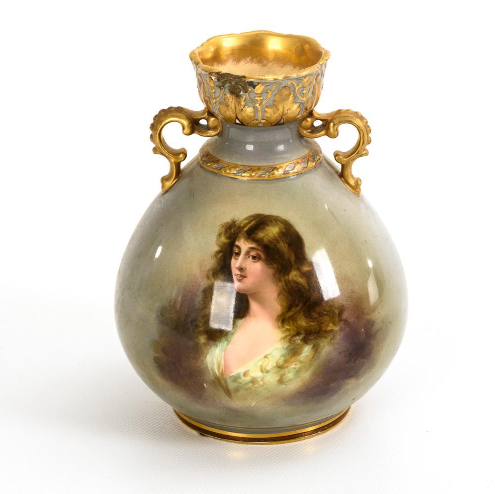 Kleine Jugendstil-Vase mit Damenporträt. Franz Anton Mehlem, Bonn.