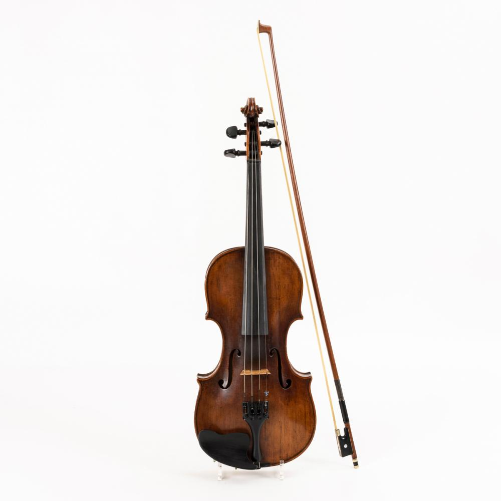 4/4-Violine mit Bogen im Kasten. Wohl Kloz-Schule Mittenwald.