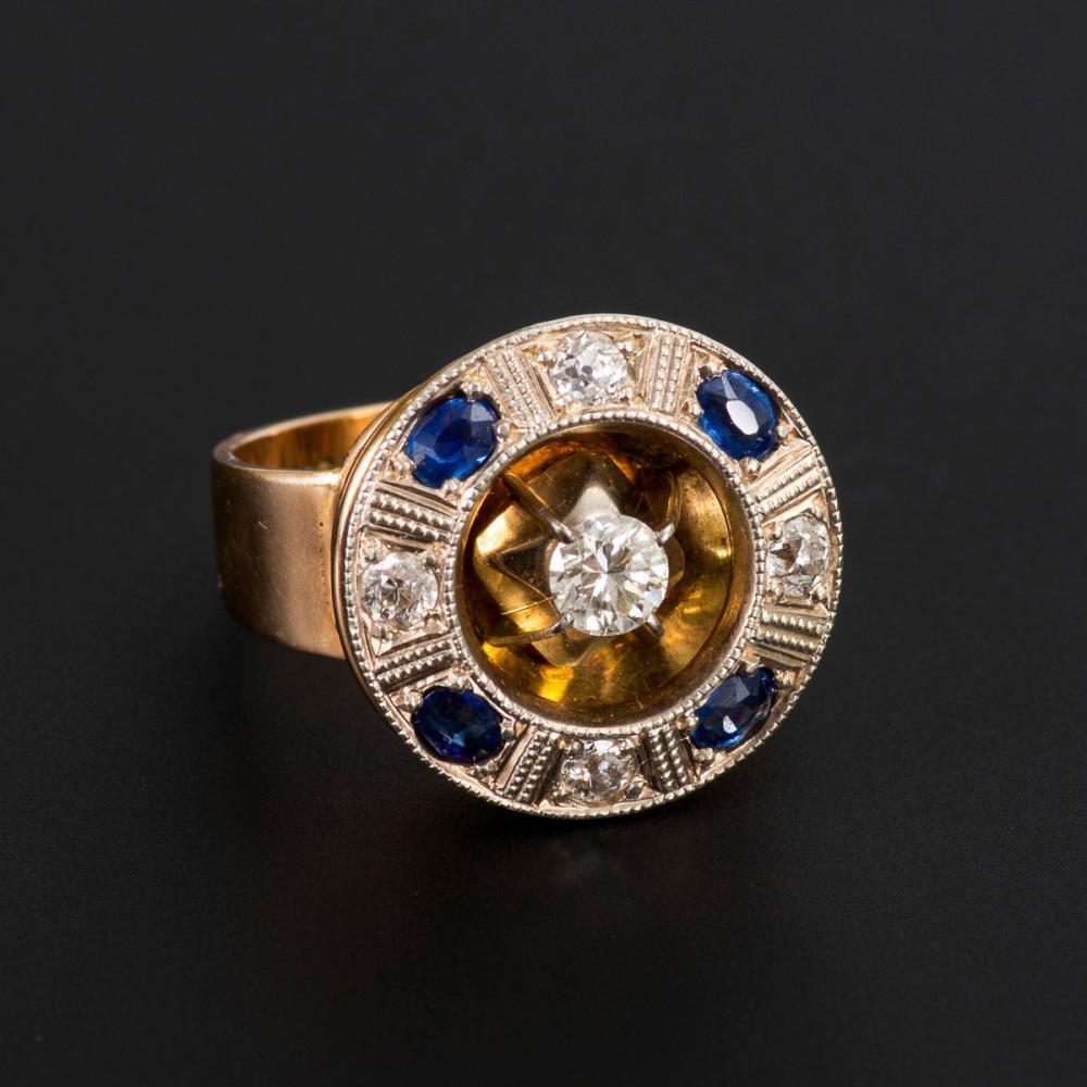 Art-déco-Ring mit Altschliffbrillant, Altschliffdiamanten und Saphiren.