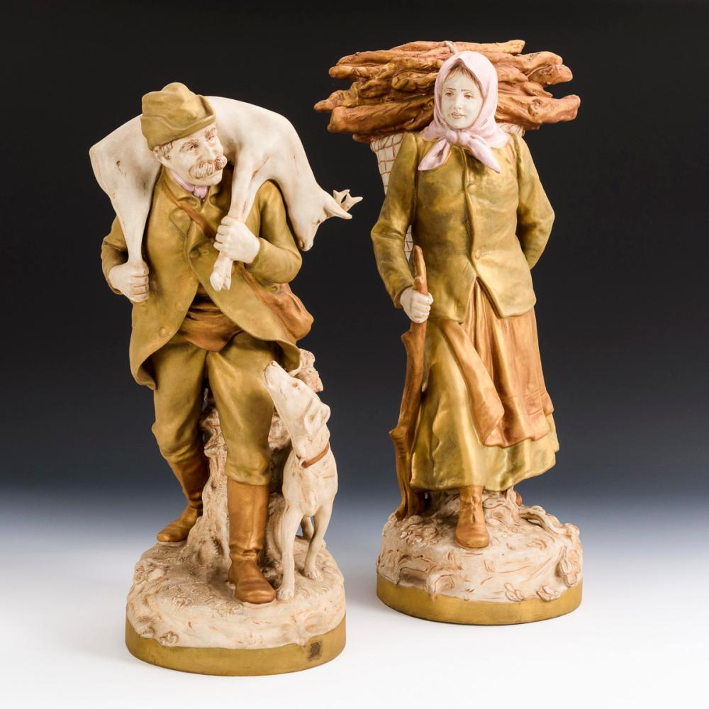 Jäger und Holzsammlerin. Royal Dux.