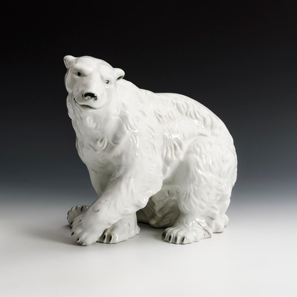 Großer Eisbär. Royal Dux.