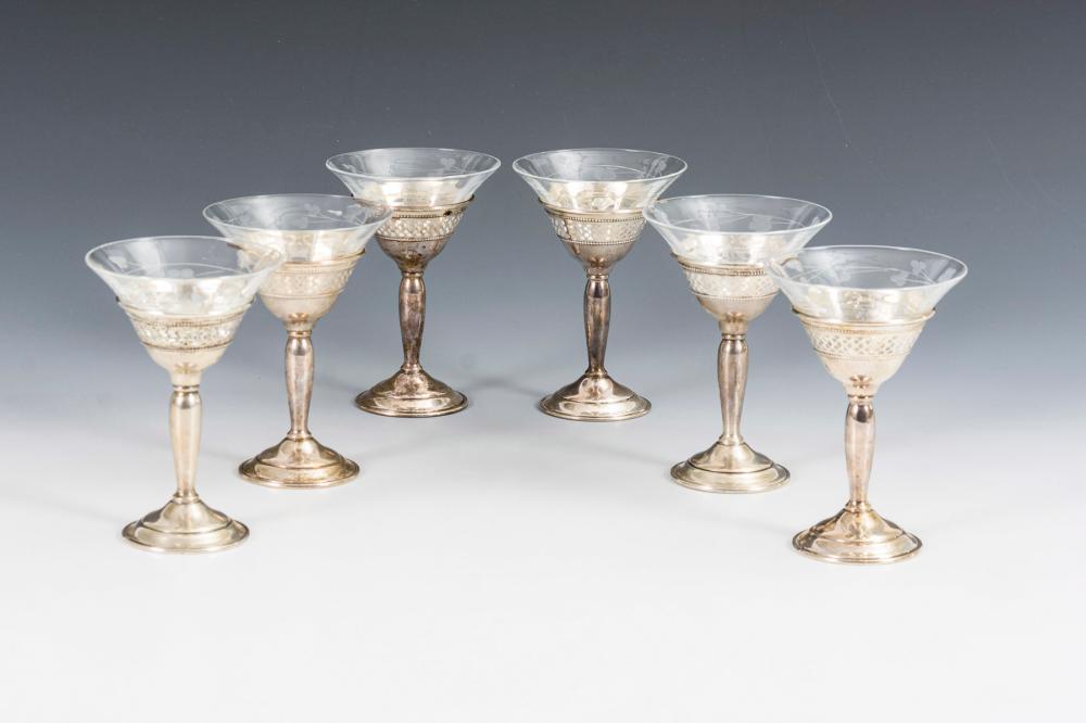 6 Likörgläser mit Silberfuß. Elgin Silversmith Co., New York.