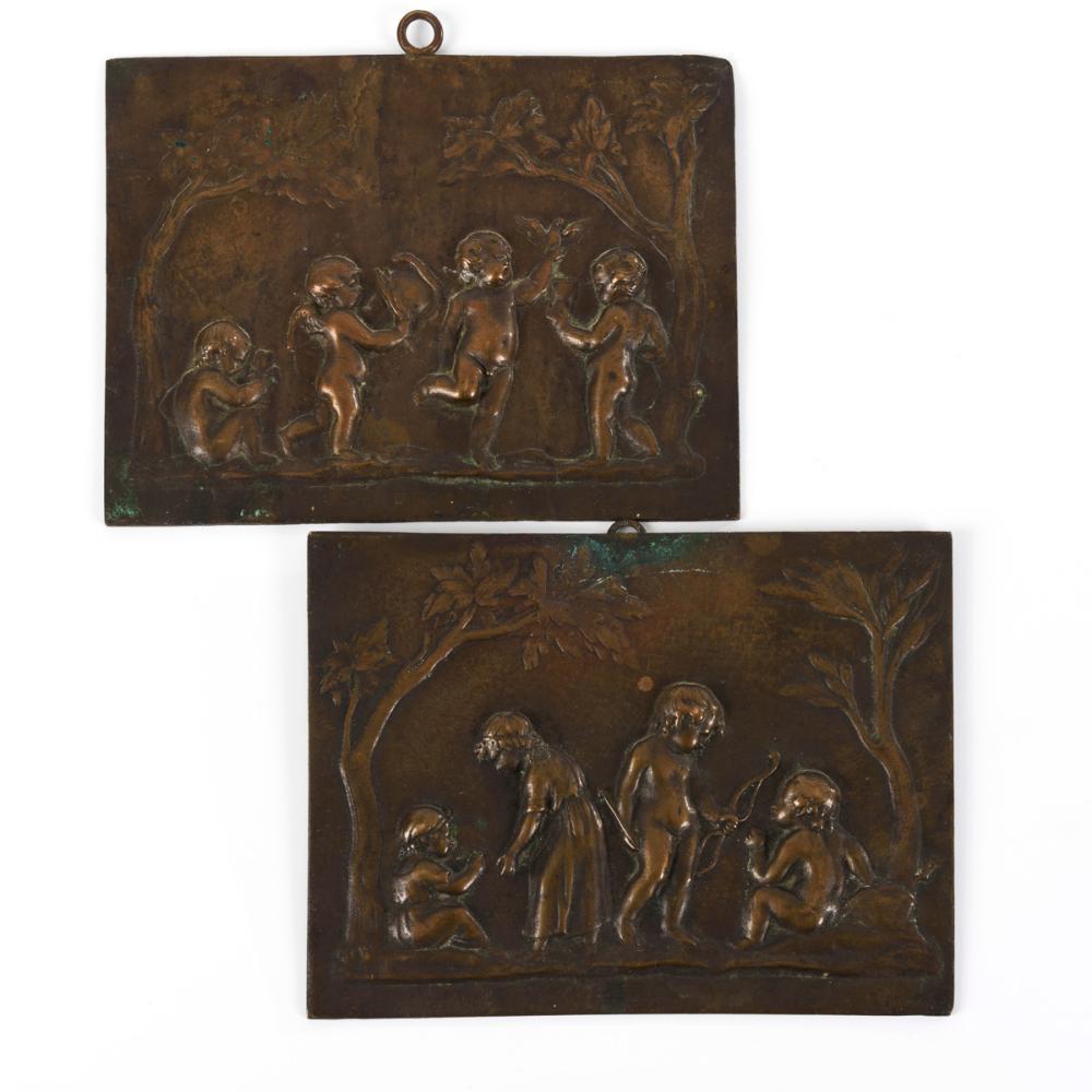 Paar Reliefplaketten: Putten und Amorknabe.