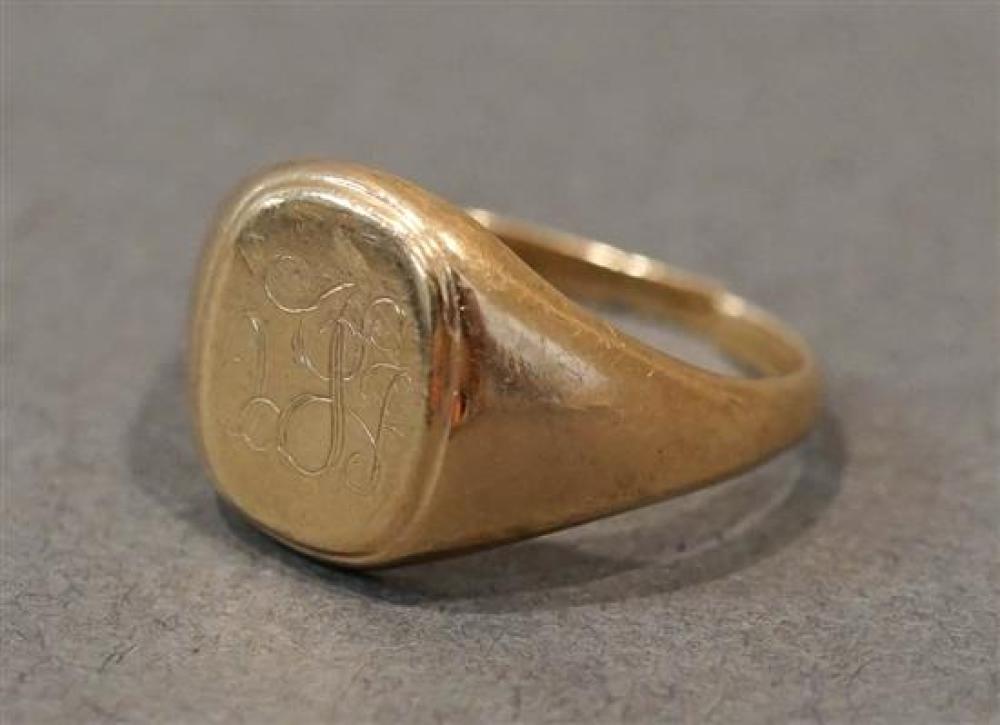 10 Karat Yellow Gold Signet Ring (split), 2.8 dwt., Size: 6