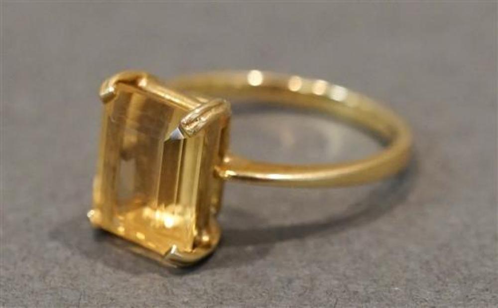 H. Stern 18 Karat Yellow Gold Citrine Ring, 2 gross dwt. Size: 6