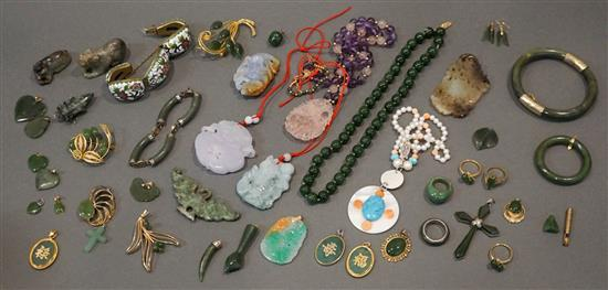 Collection with mostly Chinese Jade, Hardstone and other Jewelry