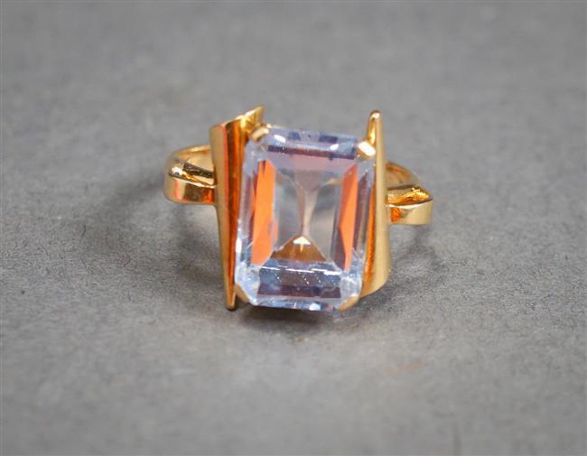 18-Karat Yellow-Gold and Blue Topaz Ring, 2.3 gross dwt, Size: 4