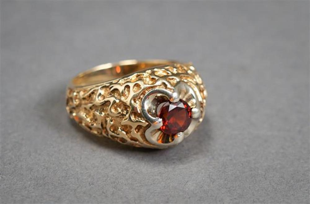 Gentleman's 14-Karat Yellow-Gold and Garnet Ring, 7.9 gross dwt, Size: 9-1/4