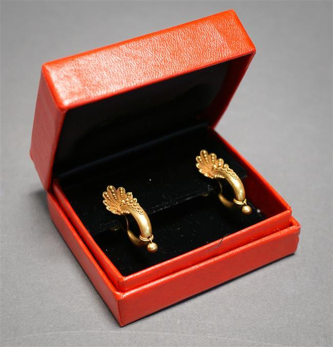 Pair of Victorian 14-Karat Yellow-Gold Screw Back Earrings, 3.7 dwt, Length: 1-1/8 in
