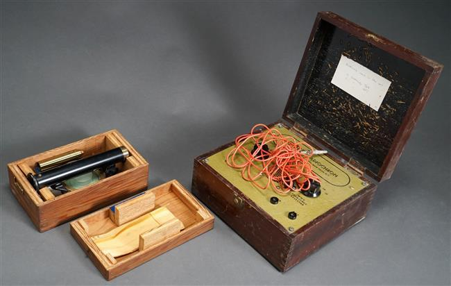 Gordon Roberts Black Enameled Brass Compascope in Fitted Box with Instructions and Guest Radio Chron