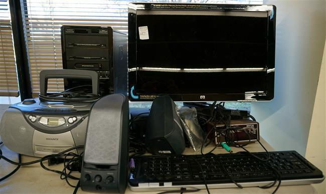 Hewlett Packard Tower Computer, Flat Screen, Magnavox Radio and Speakers