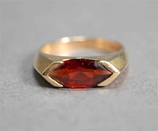 14-Karat Yellow-Gold and Garnet Ring, 2.4 gross dwt, Size: 6-1/2