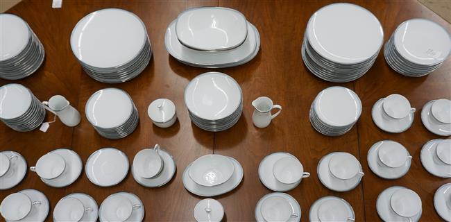 Noritake Bluetone Pattern 125-Piece Dinner Service