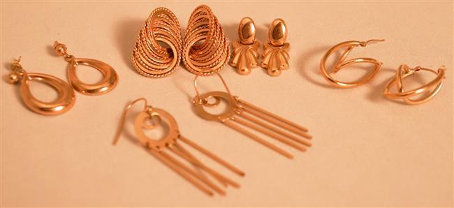 Five Pairs 14 Karat Yellow Gold Pierced Earrings, 9.3 dwt.