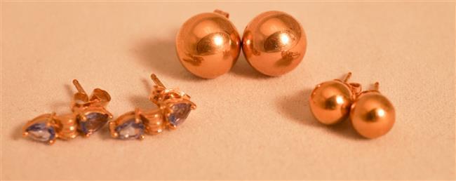 Pair 14 Karat Yellow Gold Pierced Earrings, Pair 18 Karat Yellow Gold Pierced Earrings and Pair 14 Karat Yellow Gold Tanzanite Earrings