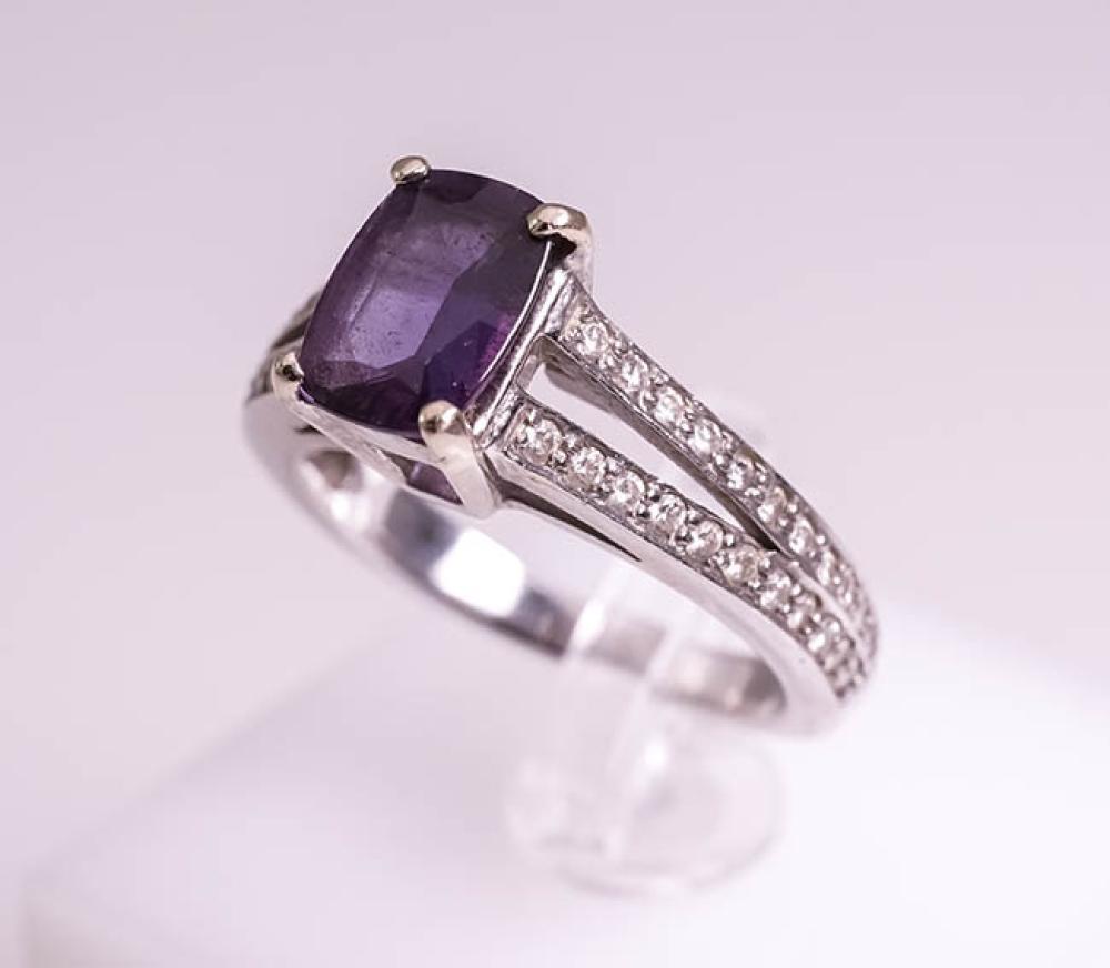 18-Karat White-Gold, Alexandrite and Diamond Ring