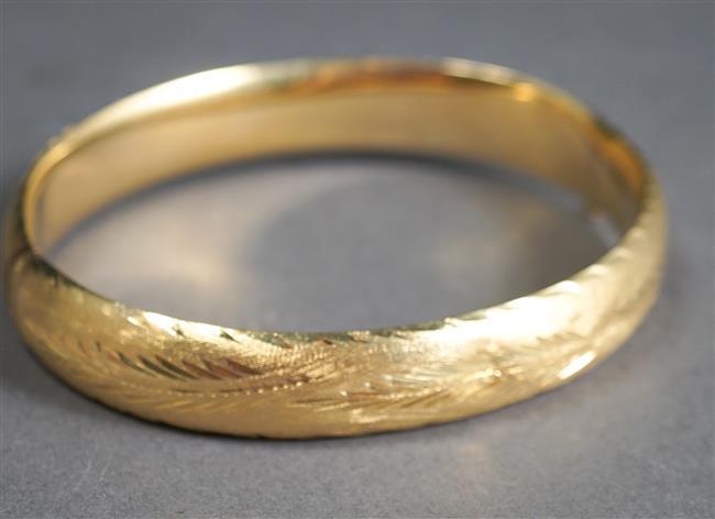 14-Karat Yellow-Gold Bangle Bracelet, L: 6-3/4 inches, 9.5 dwt