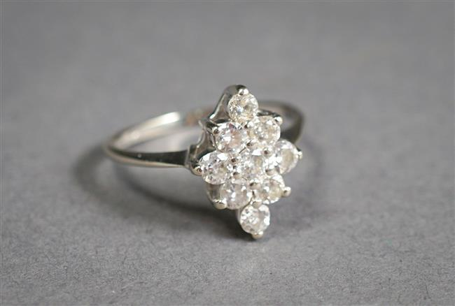 14-Karat White-Gold Diamond Cluster Ring (approx .90 total carat weight), Size: 7-3/4; 2 gross dwt