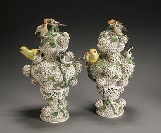 Pair of Meissen 'Schneeballen' Covered Urns, After a Model by Johann Johannes Kaendler, Late 19th-Early 20th Century