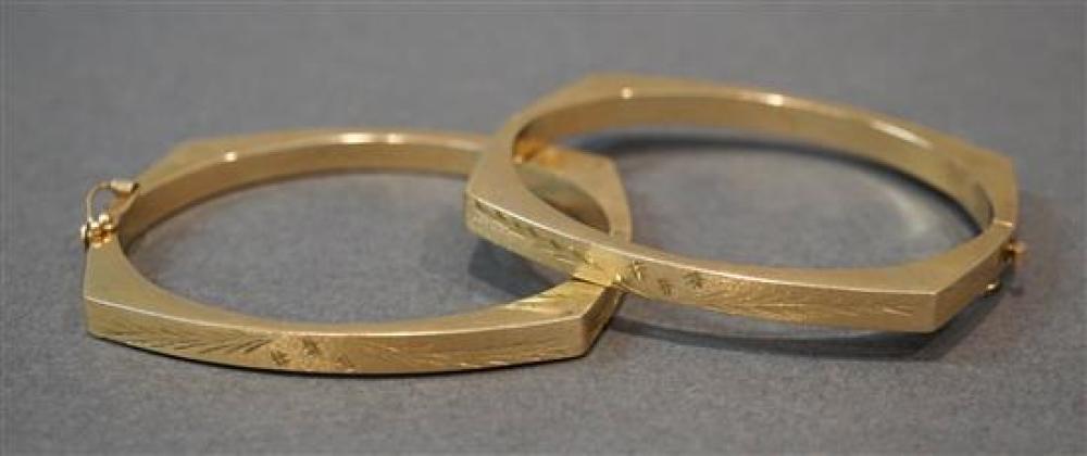 Pair of 14-Karat Yellow-Gold Bangle Bracelets, 12.5 total dwt
