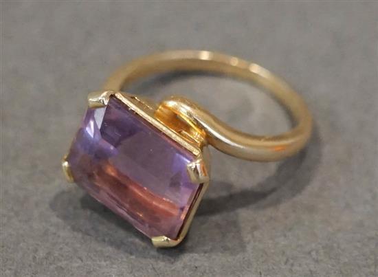14 Karat Yellow Gold Amethyst Ring, Size: 4, 2.5 gross dwt.