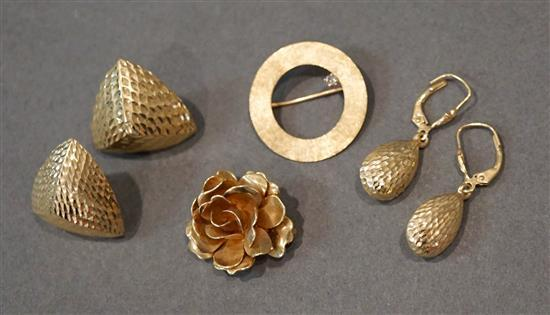 Two 14 Karat Yellow Gold Pins and Two Pairs 14 Karat Yellow Gold Pierced Earrings, 10.6 gross dwt.