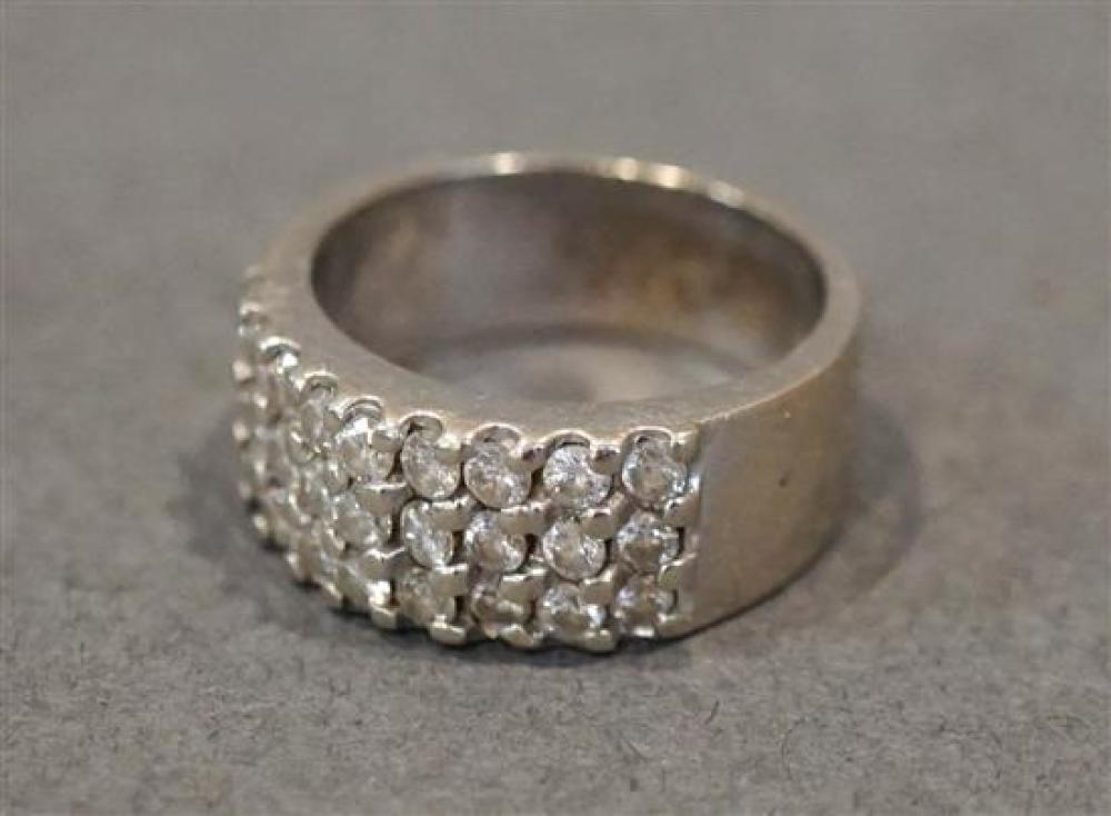 14 Karat White Gold Diamond Ring, Size: 6-1/2, 5.3 gross dwt.