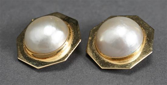 Pair of 14 Karat Yellow Gold Mabe Pearl Ear Clips, 6.8 gross dwt., D: 1 inch