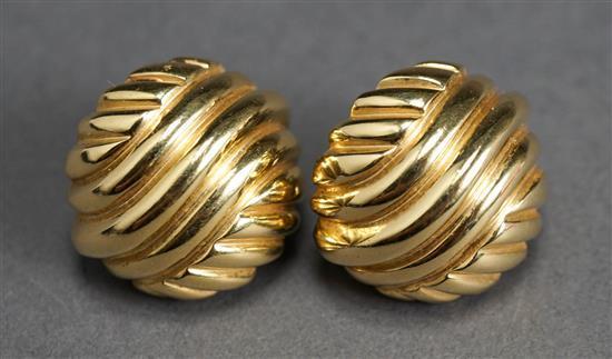 Pair Italian 18 Karat Yellow Gold Ear Clips, 14.1 dwt., D: 7/8 inch