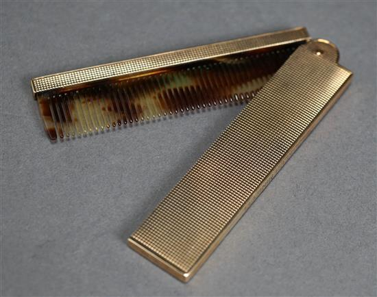 Tiffany & Co 14 Karat yellow Gold Mounted Folding Comb, 21.5 gross dwt., L when closed: 13-3/8; when open: 6-1/4 inches