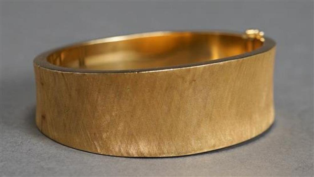 Tested 18 Karat Florentine Finish Yellow Gold Bangle Bracelet, 29.8 dwt., L: 6-1/2 inches