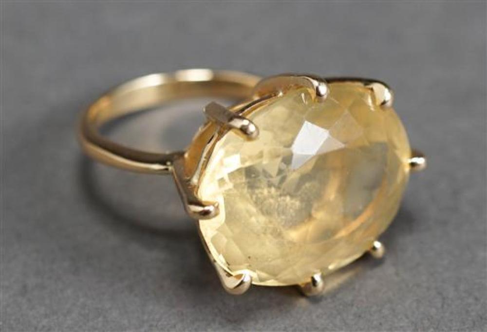 14 Karat Yellow Gold Pale Quartz Ring, 5.9 gross dwt., Size: 8-1/4