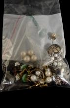 VINTAGE MISC. LOT OF VARIOUS STYLES OF SMALL EARRINGS - ALL COSTUME JEWELRY WEIGHS UNDER AN OZ