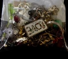 VINTAGE SMALL GRAB BAG OF COSTUME JEWELRY EARRINGS VARIOUS STYLES AND COLORS
