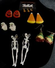 SMALL GRAB BAG OF HALLOWEEN PINS, EARRINGS AND OTHER JEWELRY