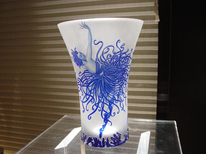 Erte romain de tirtoff 1892 1990 applause l e vase for Vase antique romain