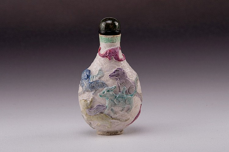 A famille rose molded porcelain snuff bottle - 19TH CENTURY