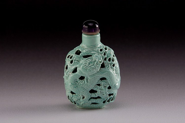 A carved green glazed molded porcelain snuff bottle - 19TH CENTURY