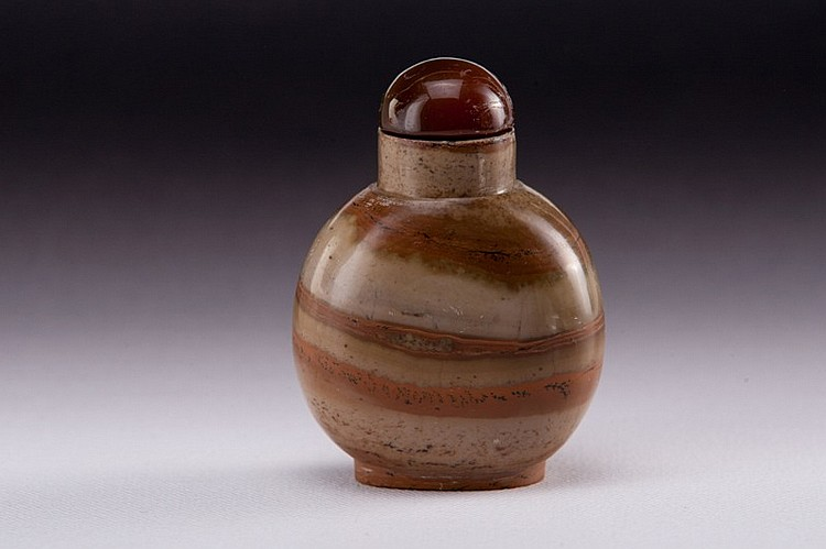 A soapstone snuff bottle - 19TH CENTURY
