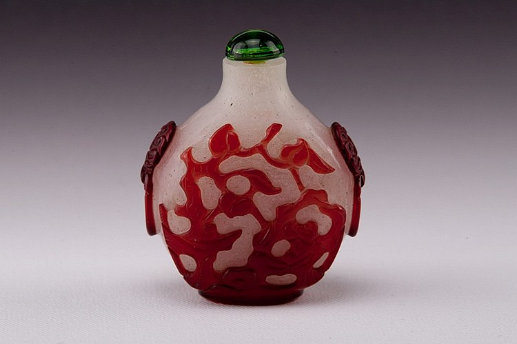 A red overlay white glass snuff bottle - 18-19TH CENTURY