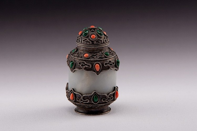A silver and jade snuff bottle  - 19TH CENTURY