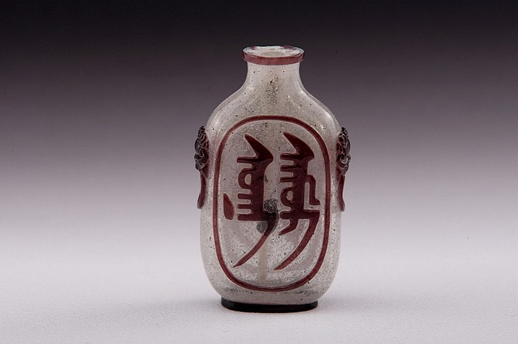 A purple overlay white glass snuff bottle - 19TH CENTURY